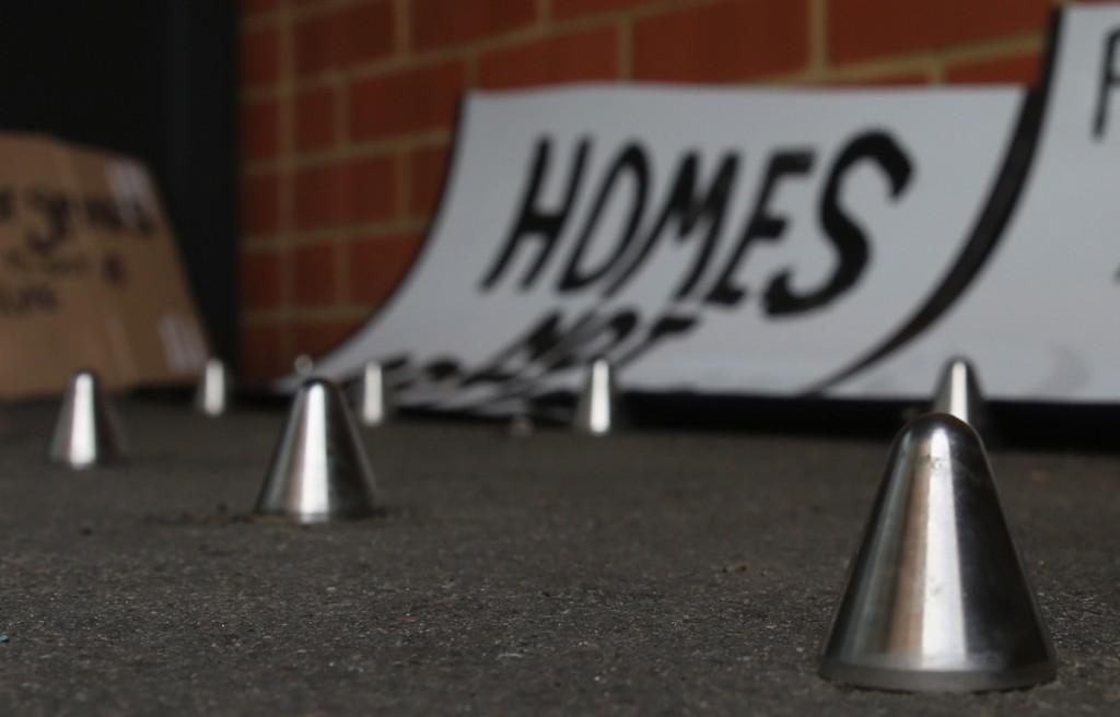 """Homeless Spikes"" η νέα τάση στην λύση του ""προβλήματος"" των αστέγων"