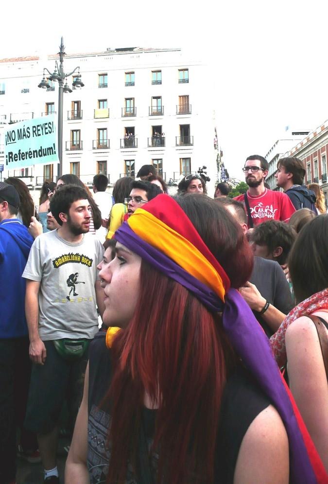 Puerta_del_Sol_Personas_2014_06_02_C