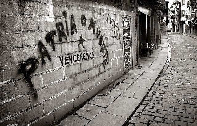 Ένα από τα πιο εμβληματικά συνθήματα στην Κούβα και τη Λατινική Αμερική