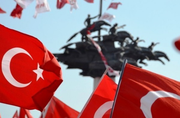 turk-bayraklari-miting-795x3951
