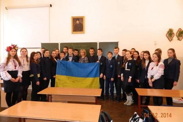 10644-nikolaevskaya-gimnaziya-sobrala-bolee-5-tys.grn.na-pomoshch-armii_1