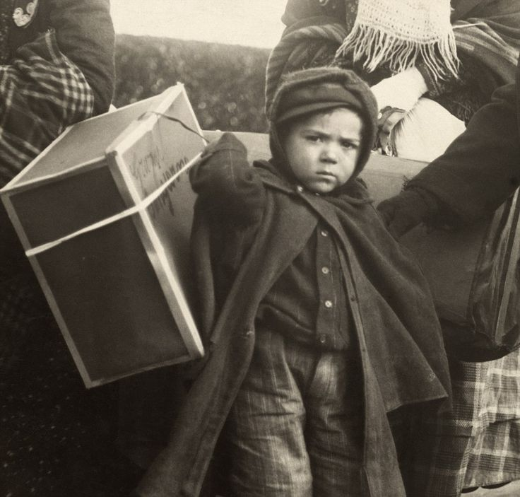 ellis island immigrant boy