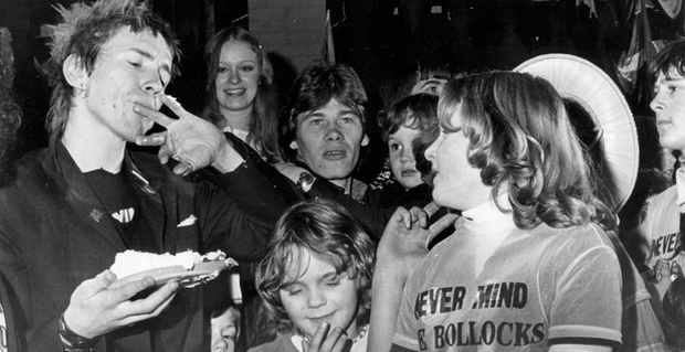 sex-pistols-in-huddersfield-1977-with-johnny-rotten-l-at-the-childrens-party-at-ivanhoes-597201963