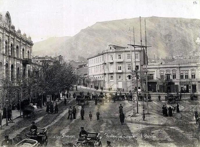 Η πλατεία Yerevan, τόπος της ληστείας, όπως αποτυπώθηκε στα 1870.
