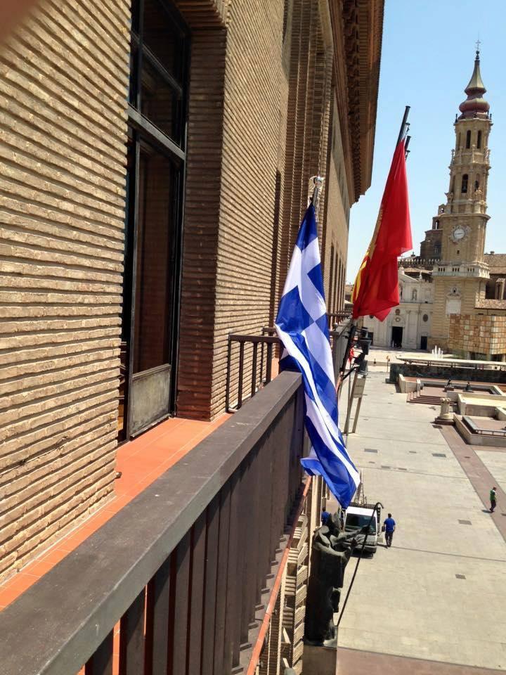 Στο Κάντιθ ο νέος δήμαρχος σήκωσε τη σημαία της Ελλάδας  έξω από το δημαρχείο σε ένδειξη αλληλεγγύης