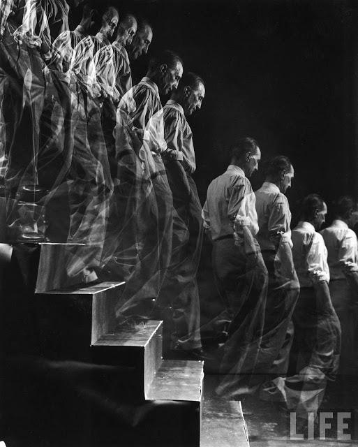 eliot_elisofon-marcel_duchamp-descending_a_staircase-new_york-1952-001