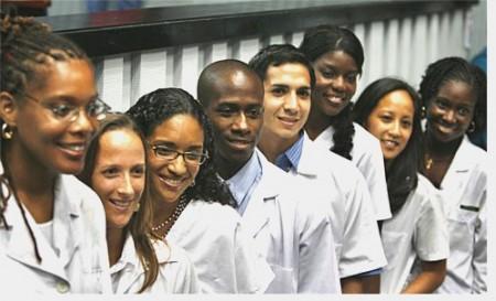 Απόγοιτοι του πανεπιστημίου Ιατρικής της Κούβας