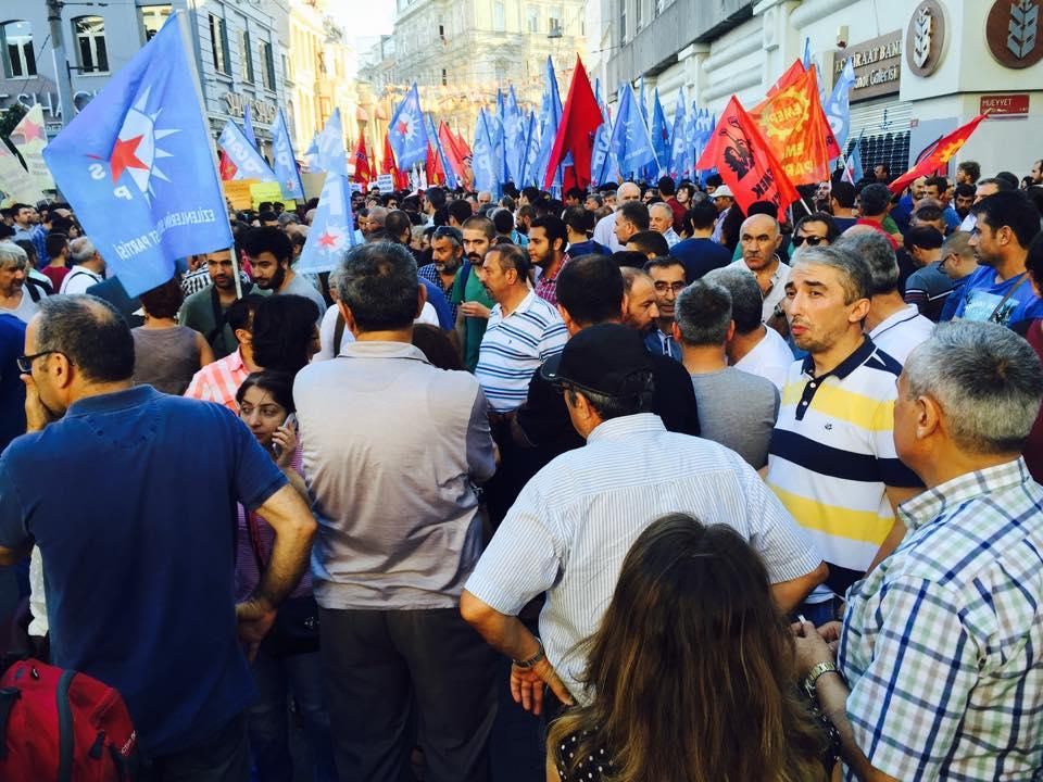 Πριν λίγο, εικόνες από τεράστια διαδήλωση στην Κωνσταντινούπολη για τη βομβιστική επίθεση!
