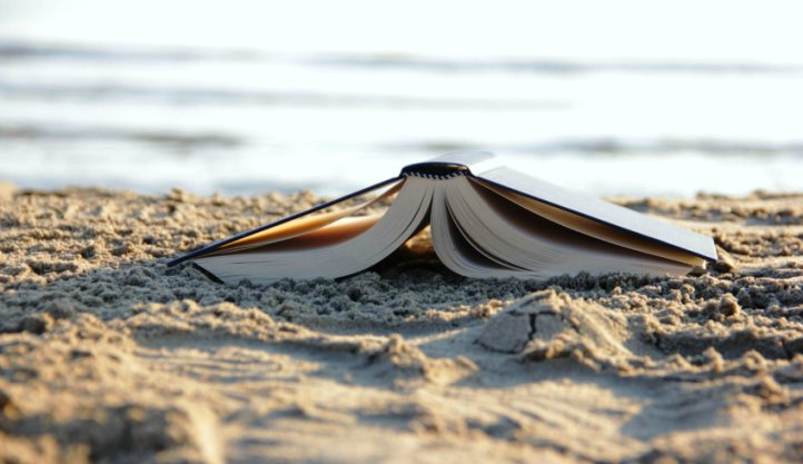 books-beach_scyx