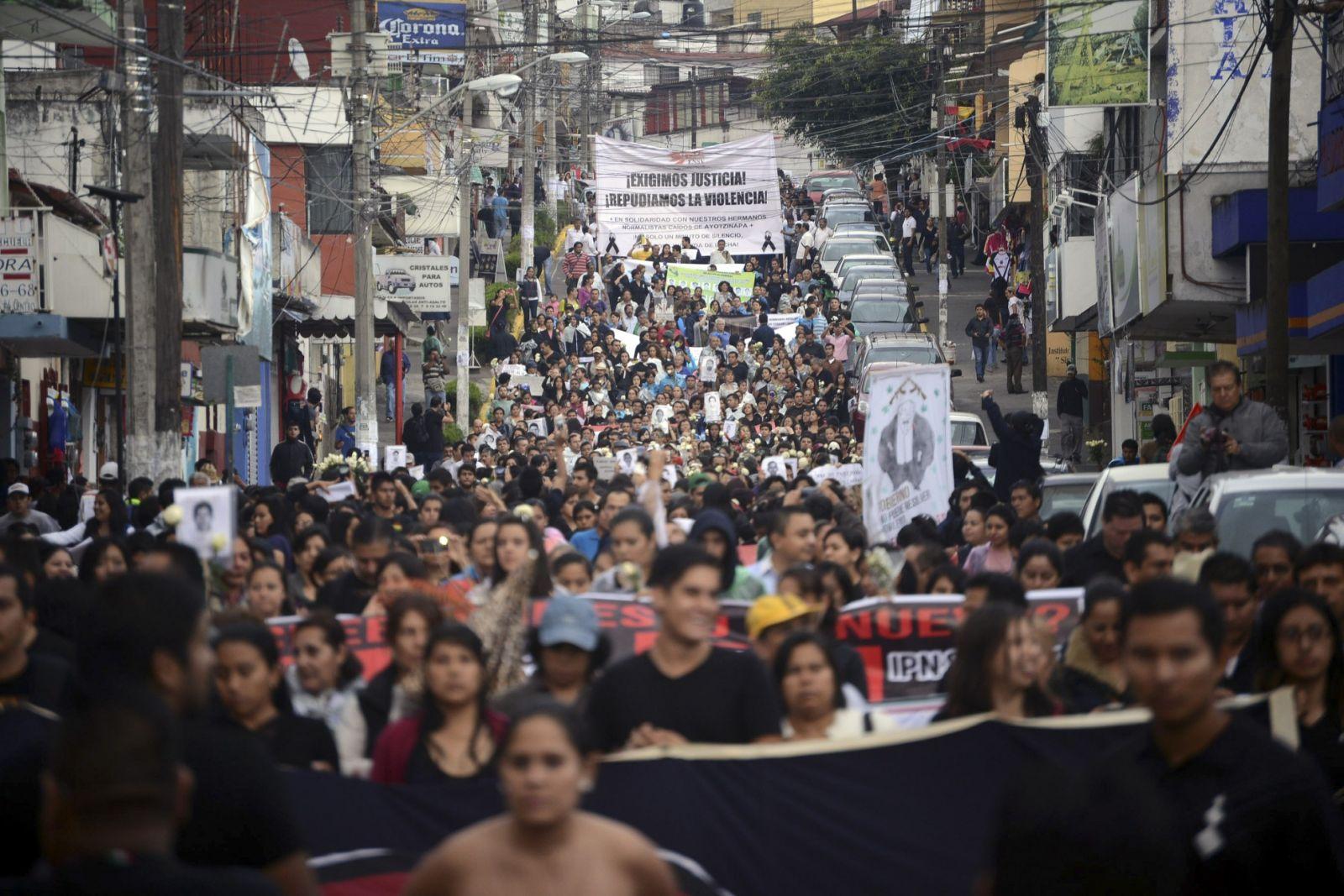IGUALA-manifestaciones-por-normalistas-Cuartoscuro-1940x1294