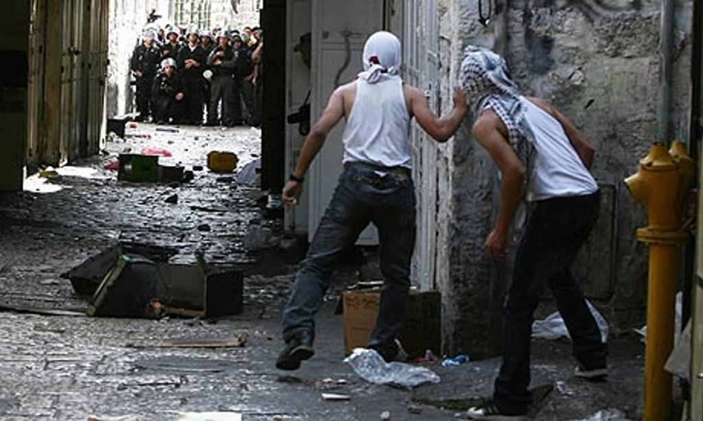 Palestinian-youths-hurl-s-001