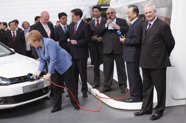 Wen+Jiabao+Visits+Volkswagen+Factory+OVJ8Z1LLoLPl
