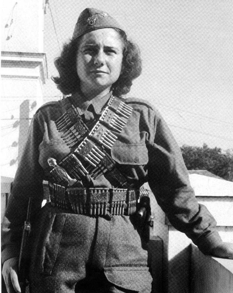 Συχνά τα αντάρτικα τραγούδια είχαν ως θέμα τη γυναίκα αγωνίστρια, αντάρτισσα