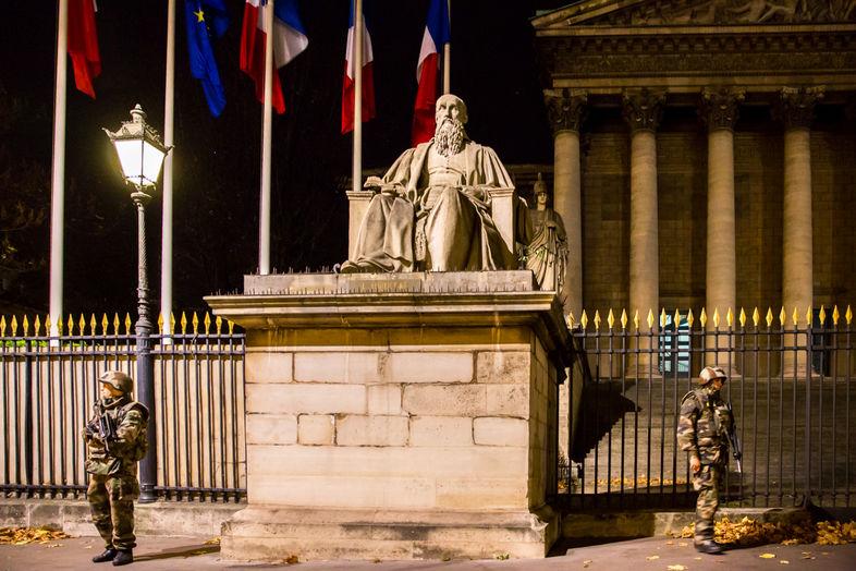 Παρίσι, η επόμενη μέρα. Άποψη από το κτήριο της Εθνοσυνέλευσης