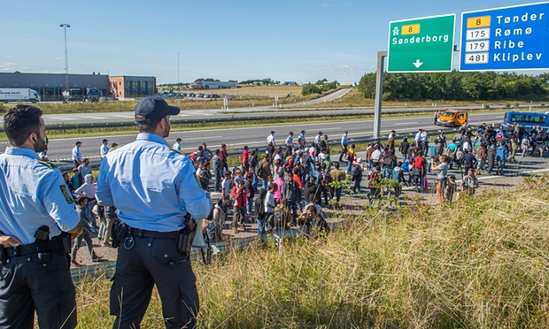 danish-police-refugees