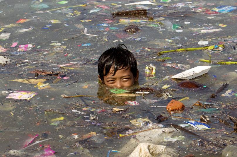 potd-swim-rubbish_3047718k