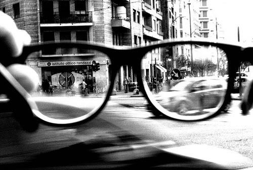 black-and-white-frame-glasses-old-town-olden-street-Favim_com-66328