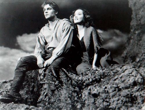 on-the-moors-40smovie-wuthering-heights-6341992-500-380