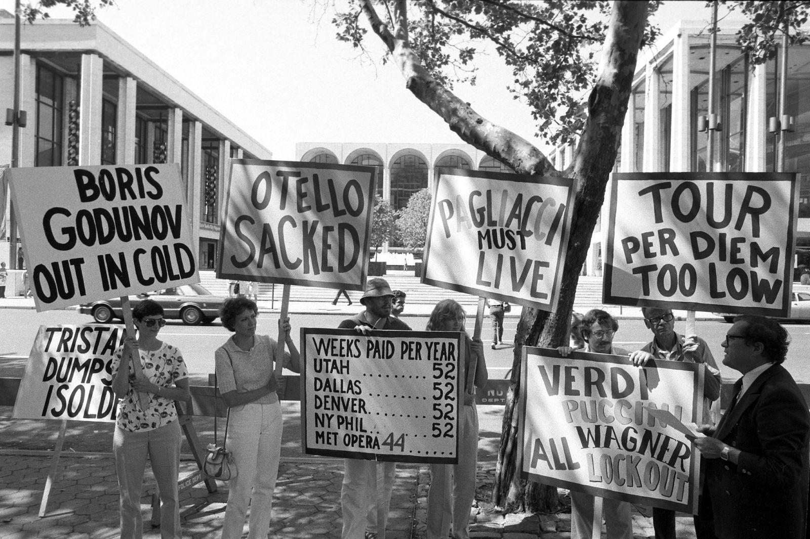 Από την ιστορική απεργία στην Μητροπολιτική Οπερα της Νέας Υόρκης το 1980 η οποία ματαίωσε το πρόγραμμα εκείνης της καλλιτεχνικής σεζόν