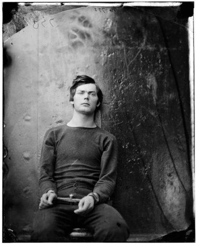 Ο μελλοθάνατος Lewis Payne φωτογραφιζόμενος από τον Alexander Gardner, 1865