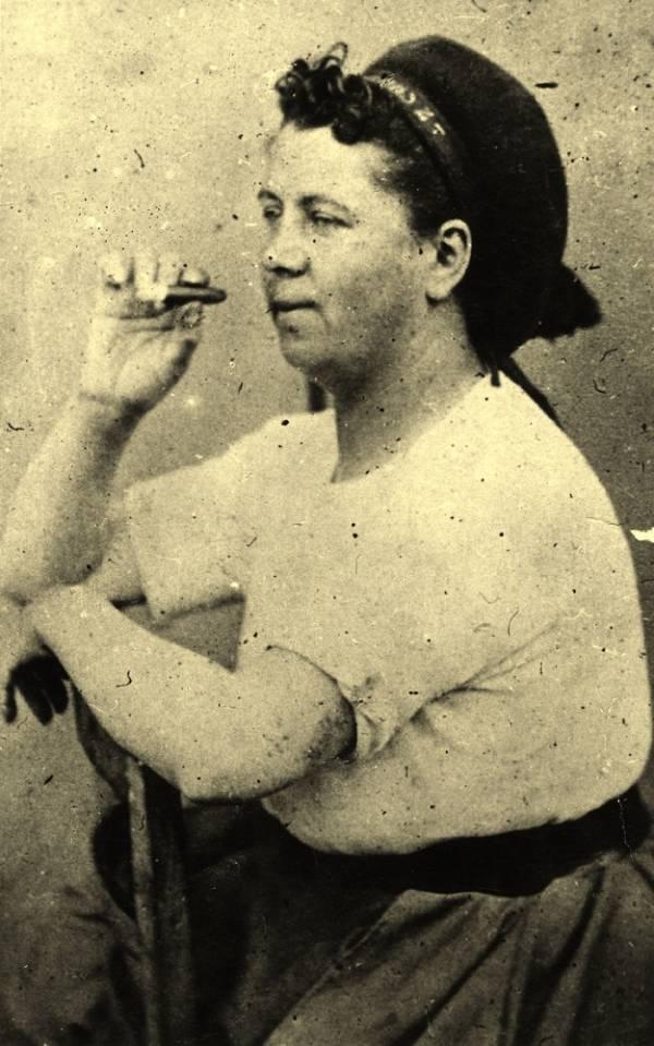 Η εργάτρια Hortense David που πολεμούσε στο οδόφραγμα της Rue Royale