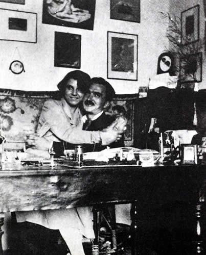 Με την πρώτη του γυναίκα Γαλάτεια στην Αθήνα