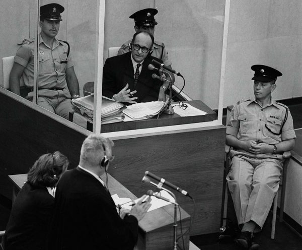 Adolf-Eichmann-in-box