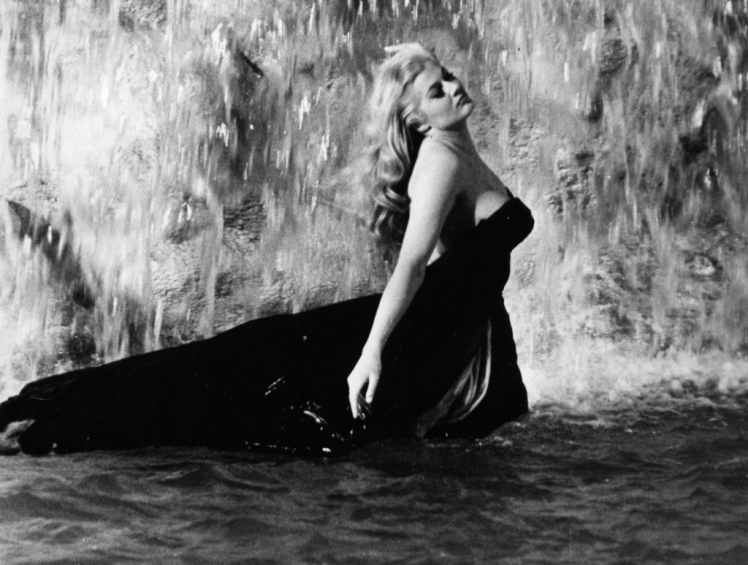 anita-ekberg-trevi-fountain
