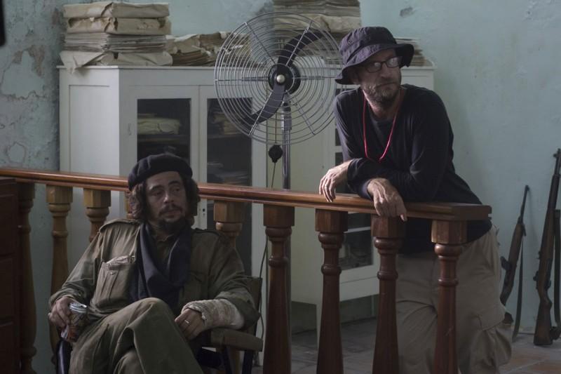 benicio-del-toro-e-il-regista-steven-soderbergh-sul-set-del-film-che-l-argentino-101714