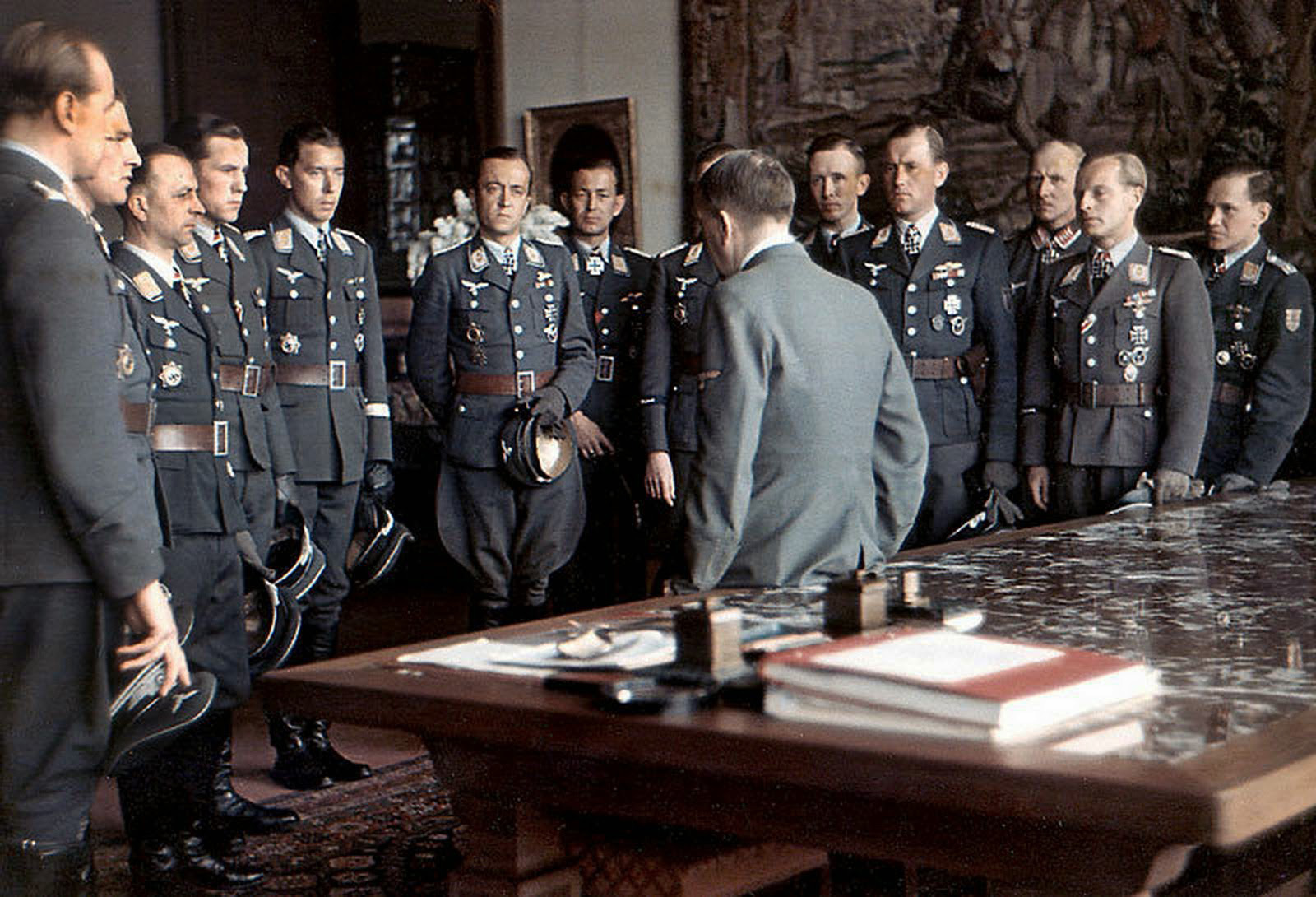 Luftwaffe-aces-meet-Hitler-after-an-awards-ceremony-at-the-Berghof-April-1944