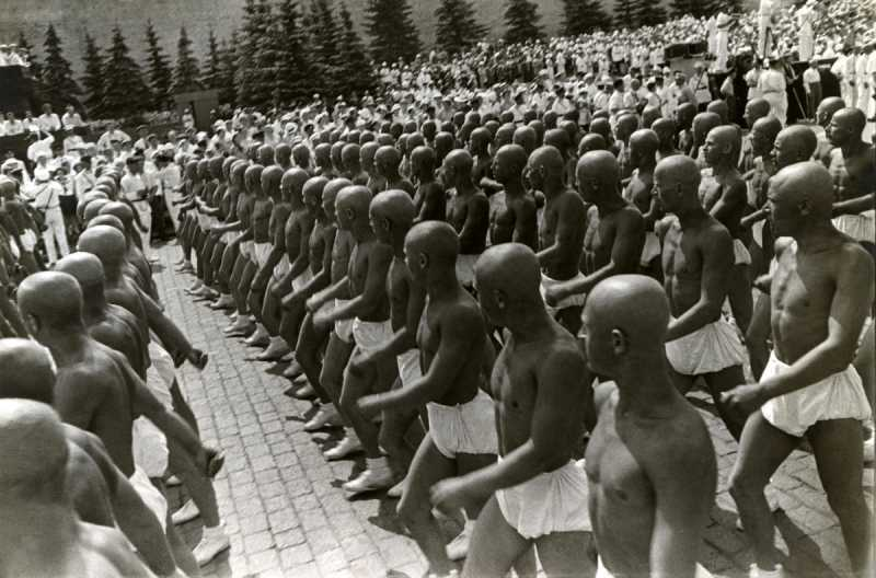 2_Rodchenko_Athletes_on_the_Red_Square_1935