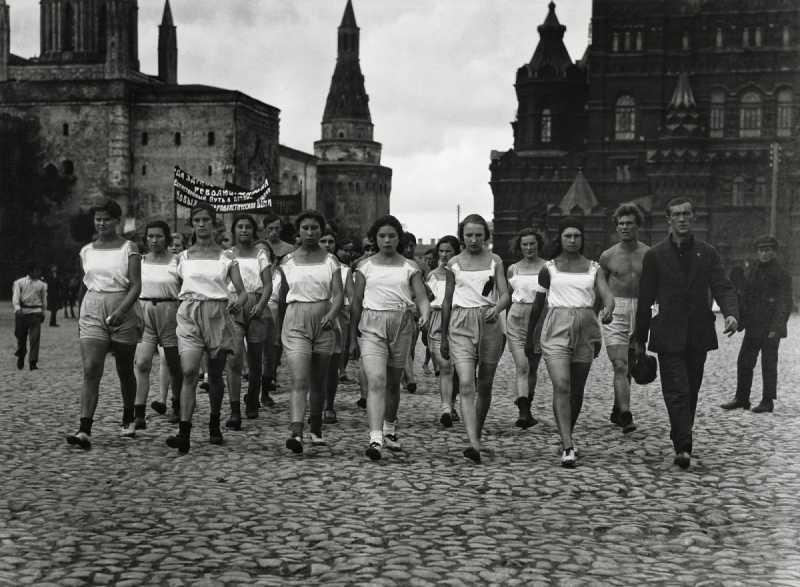3_Arkady_Shaikhet_Sport_Parade_1924