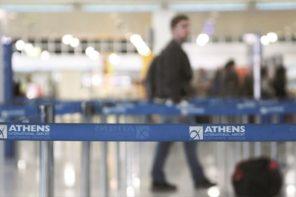 Χωρίς ενήμερωση οι επιβάτες από Βαρκελώνη που κρατούνται σε ξενοδοχείο
