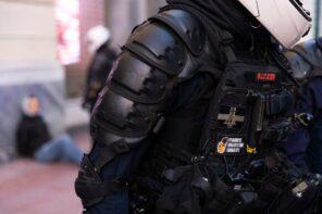 """Μια λίστα με τα """"μεμονωμένα"""" περιστατικά αστυνομικής βίας από το 2009 ως σήμερα"""